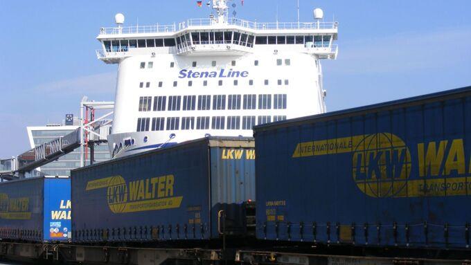 Kombizug am Kieler Hafen