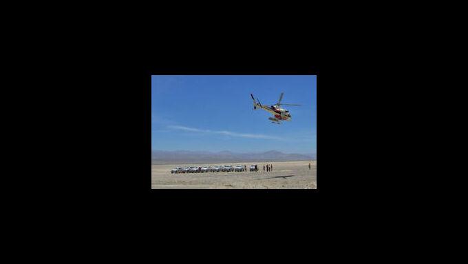 Rallye Dakar: Der Kamerahubschrauber kündigt die Spitzenreiter an