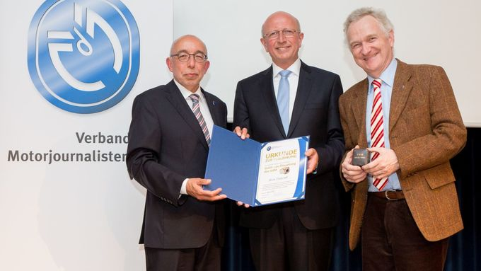 Daimler Trucks Entwicklungschef Sven Ennerst erhält den goldenen Dieselring