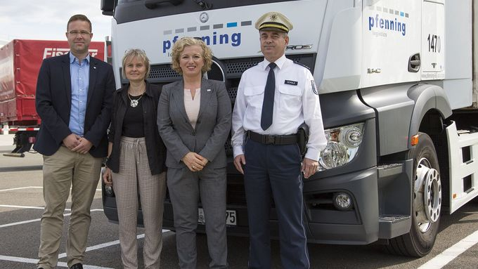 Lidl und pfenning logistics sagen dem quot;toten Winkelquot; den Kampf an: Eröffnung eines Spiegeleinstellplatzes für Lkw in Gera